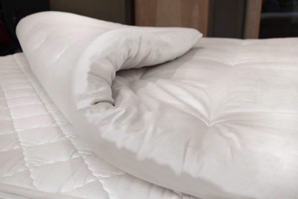 Organic latex and wool mattress topper